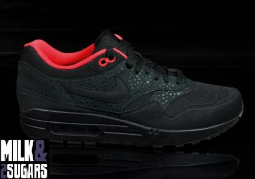 nike-wmns-air-max-1-black-red-01